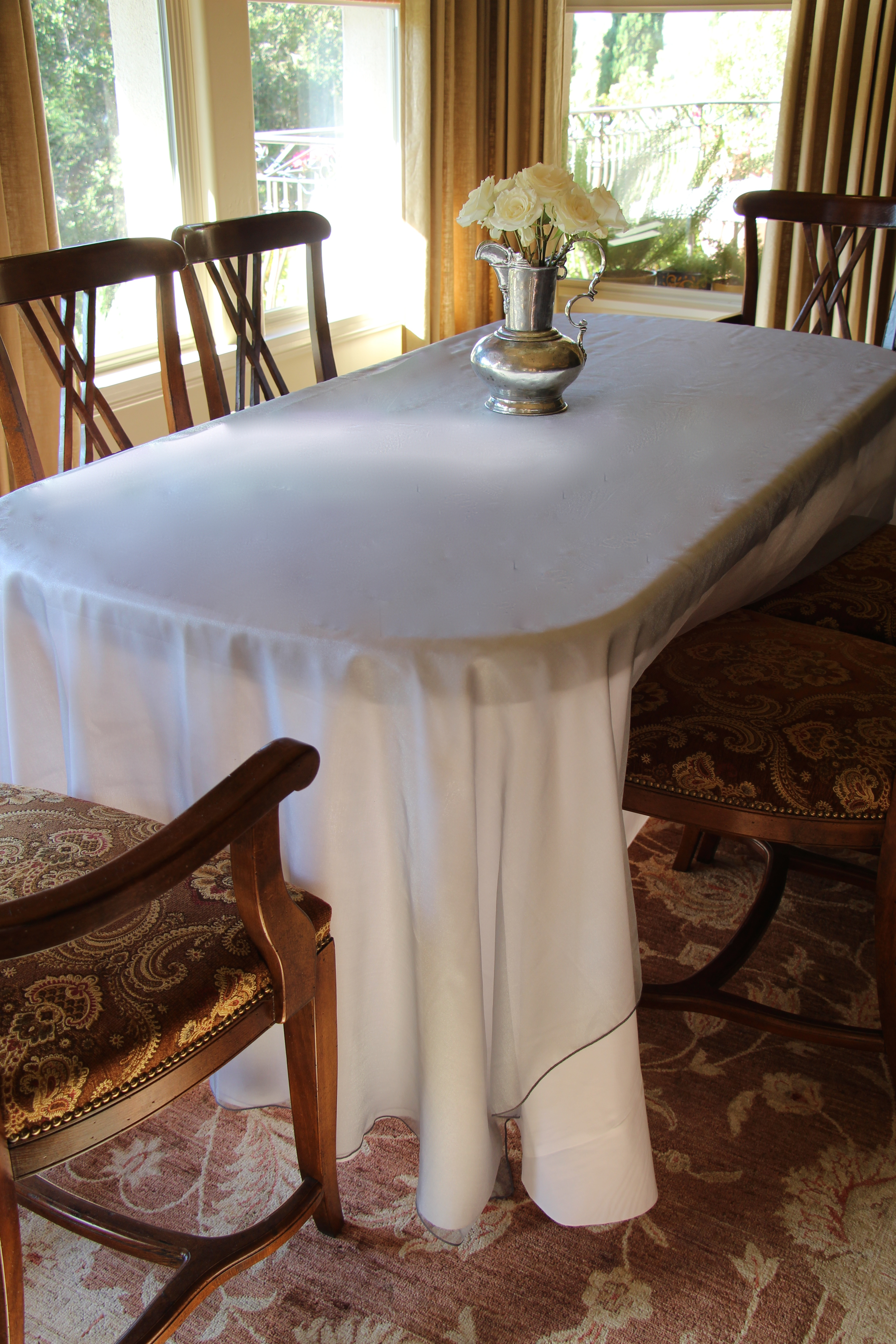 Radiate beauty with shimmering radiance overlays by for Table linen color combinations
