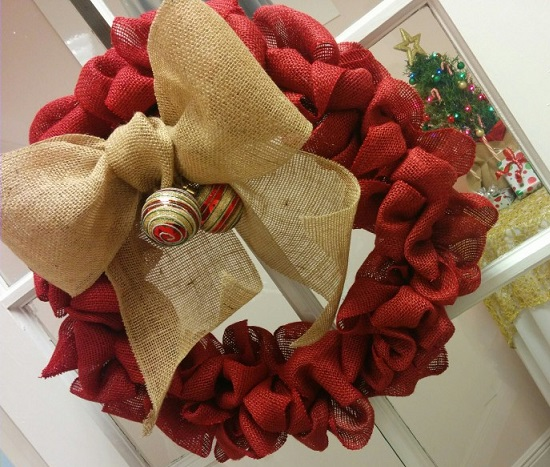 Burlap Budget Holiday Wreath, Loly shows you how.