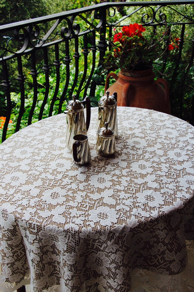 Havana Faux Burlap Tablecloth and Lace Overlay