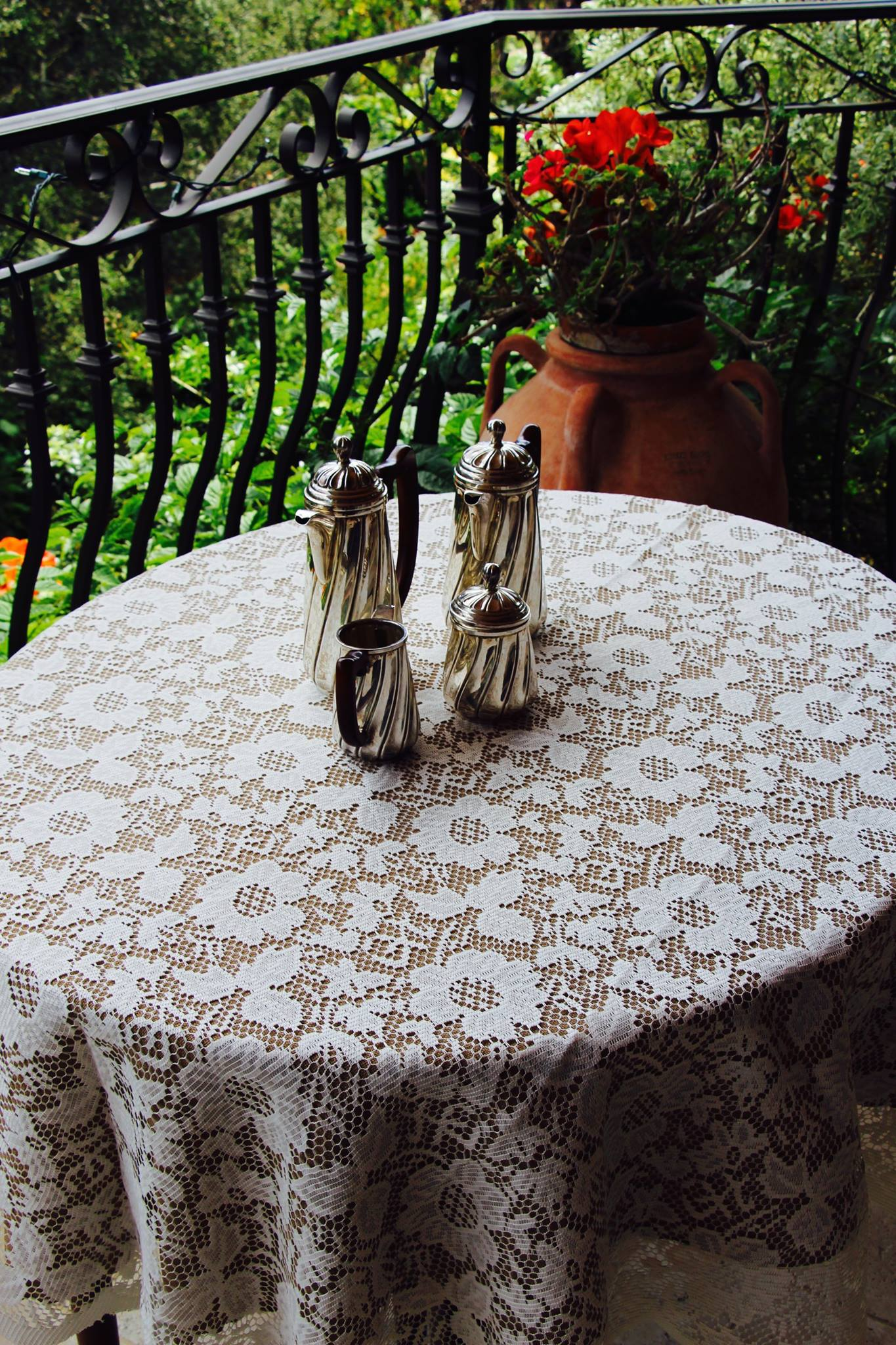 Lace Tablecloths Oval 300x300.jpg good havana faux burlap tablecloth and lace overlay with tablecloth for oval  dining table
