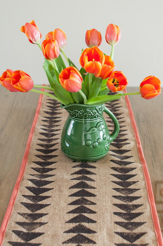 tribal-print-burlap-table-runner-tutorial